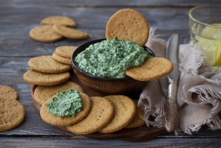 Crackers and Spinach Dip