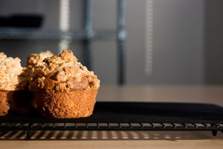 Muffins with Crumbly Tops