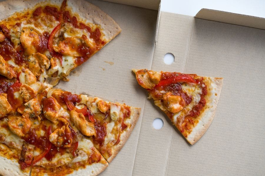 Spicy New Orleans Chicken Pizza With Crispy Crust